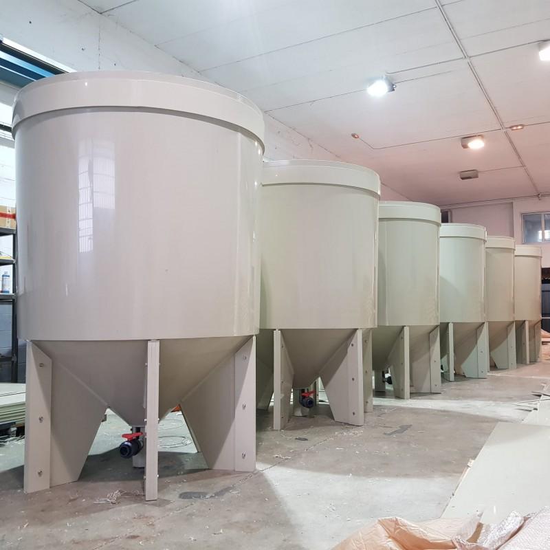 Suministro de tanques en PP para cultivos auxiliares